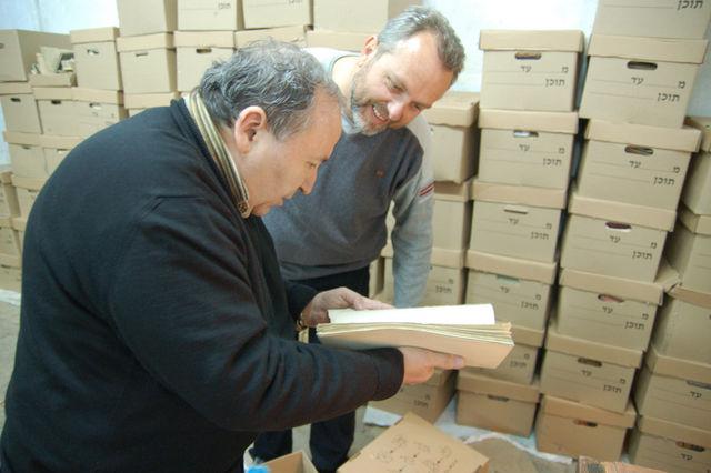 Зам. председателя ИППО Н.Н.Лисовой и председатель Иерусалимского отделения ИППО П.В.Платонов, радуются удивительным находкам