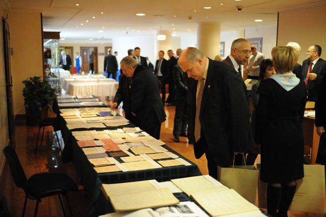 Выставка документов и книг из архива и библиотеки Сергиевского подворья ИППО. @ Департамент информации Счетной Палаты