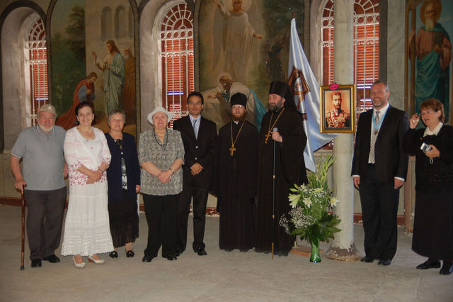 Начальник Русской Духовной Миссии в Иерусалиме архимандрит Исидор с  членами Иерусалимского отделения ИППО