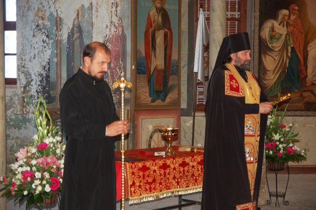 Начальник Русской Духовной Миссии в Иерусалиме благословяет верующих. © Иерусалимское отделение ИППО