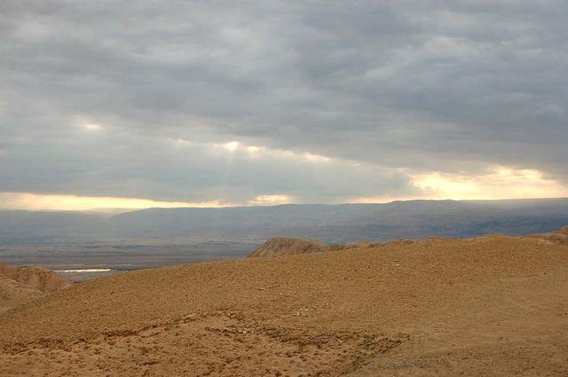 """Вид Иудейской пустыни. Апрель 2006 г. Фото © паломнический центр """"Россия в красках"""" в Иерусалиме"""