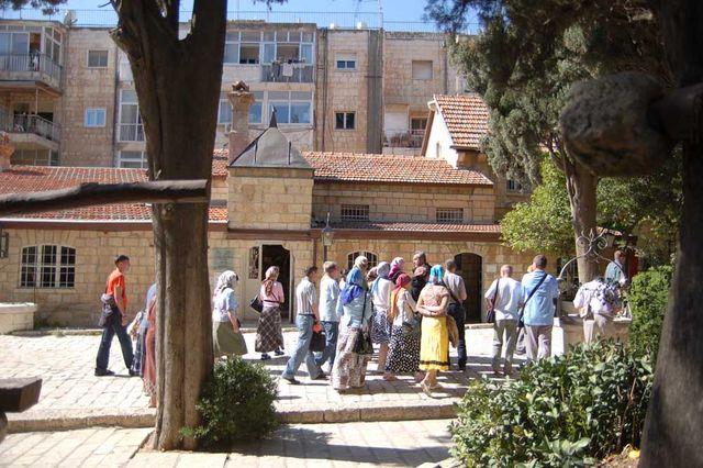 Экскурсия по Сергиевскому подворью. © Иерусалимское отделение ИППО