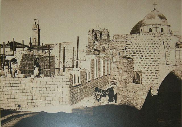 Строительство Александровского подворья. Вид с востока. На заднем плане видны купола храм Гроба Господня © Иерусалимское отделение ИППО