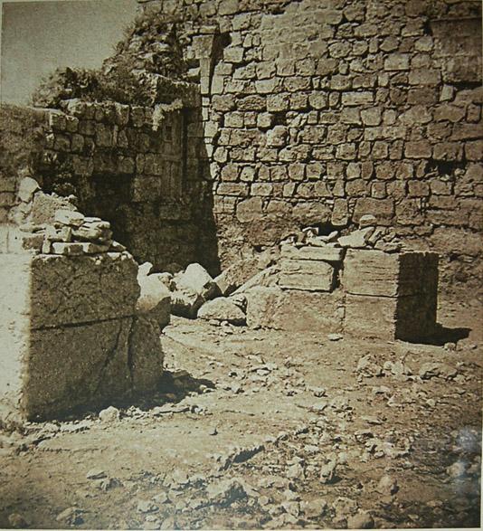 Часть колонны Конастинтиновской базилики IV века, найденный на русских раскопках Сейчас находится в центре храма св. Александра Невского. © Иерусалимское отделение ИППО