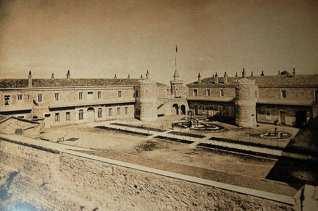 Сергиевское подворье ИППО. Вид на внутренний дворик Фото монаха Тимона. 1890 г. © Архив Иерусалимского отделения ИППО