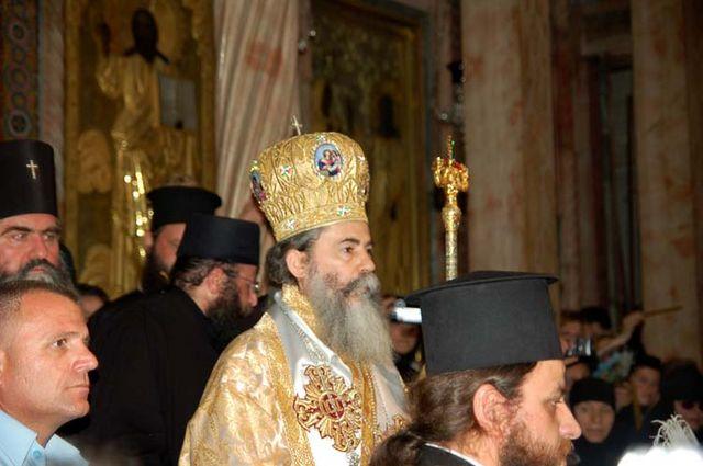 """Патриарх Иерусалимский Феофил III начинает крестный ход в кафоликоне. Фото © """"Россия в красках"""" в Иерусалиме"""