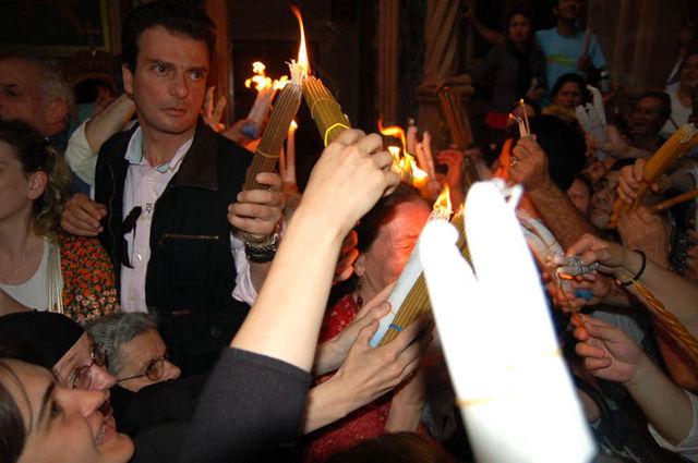"""Огонь сошёл!!!! Фото © паломнический центр """"Россия в красках"""" в Иерусалиме"""