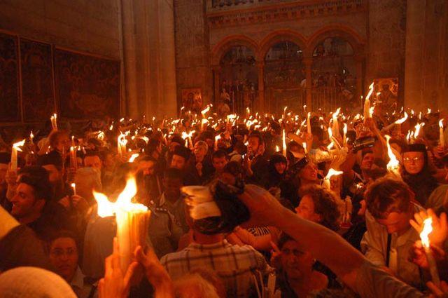 Радость веры! Схождение Благодатного огня в храме Гроба Господня в Иерусалиме