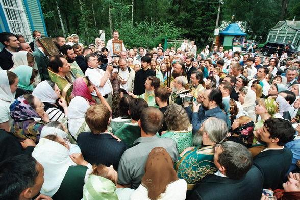 Протоиерей Василий Ермаков. Всегда с народом. Фото © Александр Сетраков