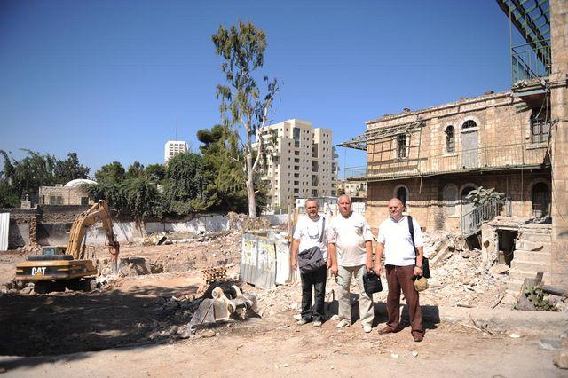 Члены ИППО напротив Вениаминовского подворья в Иерусалиме. © Иерусалимское отделение ИППО