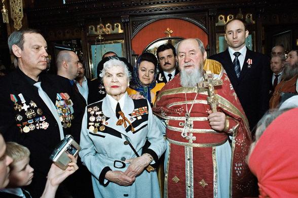 Протоиерей Василий Ермаков. На День Победы 9-мая с ветеранами. Фото © Александр Сетраков