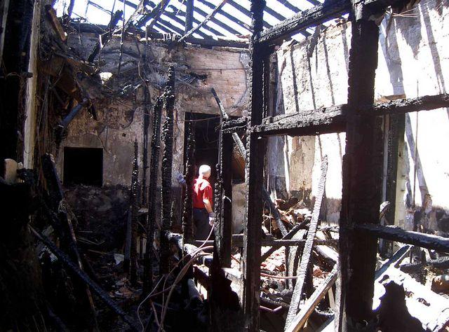 Восточный корпус Сергиевского подворья после пожара 20 января 2002 года © Фото Ицхак Швейки