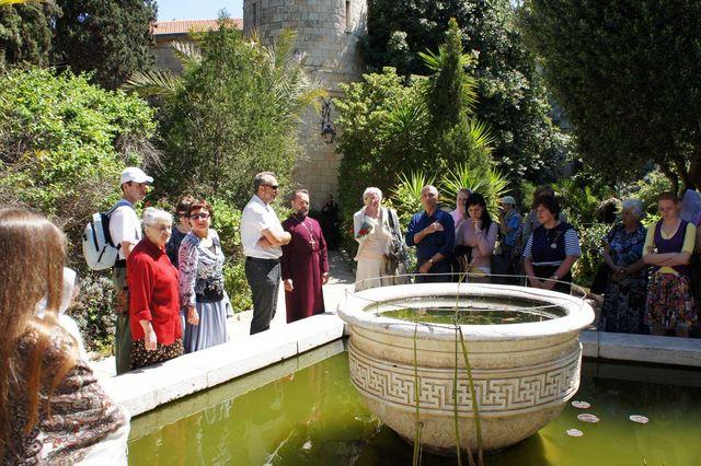 Паломники из разных уголков России на Сергиевском подворье в Иерусалиме