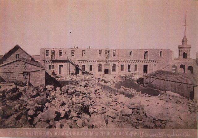 Возведение второго этажа башни Сергиевского подворья 9 сентября 1887 г. Фото монаха Тимона. © Архив Иерусалимского отделения ИППО
