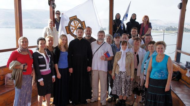 Флаг ИППО на лодке на море Галилейском