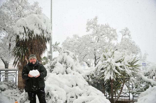 Немного снега на ошупь ©  Православный паломнический центр «Россия в красках» в Иерусалиме