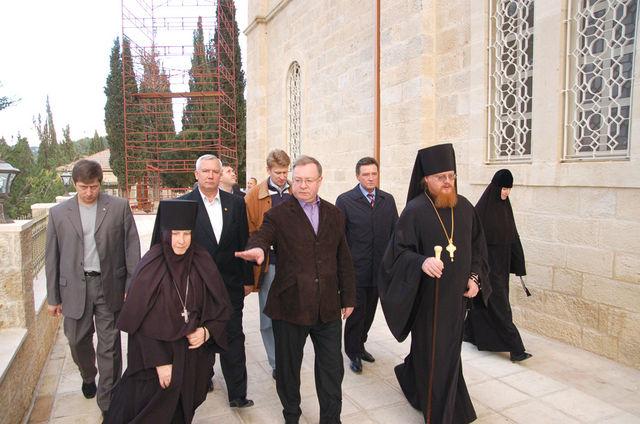 Возле храма Всех русских святых © Иерусалимское отделение ИППО