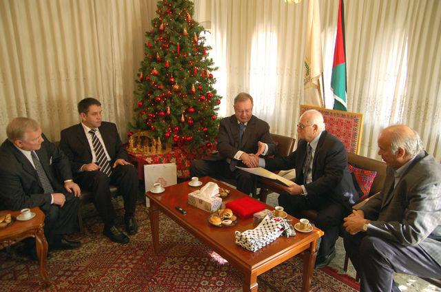 Встреча С.В.Степашина в муниципалитете города Вифлеема с губернатором С. Таамари, мэром В.Батарсе. © Иерусалимское отделение ИППО