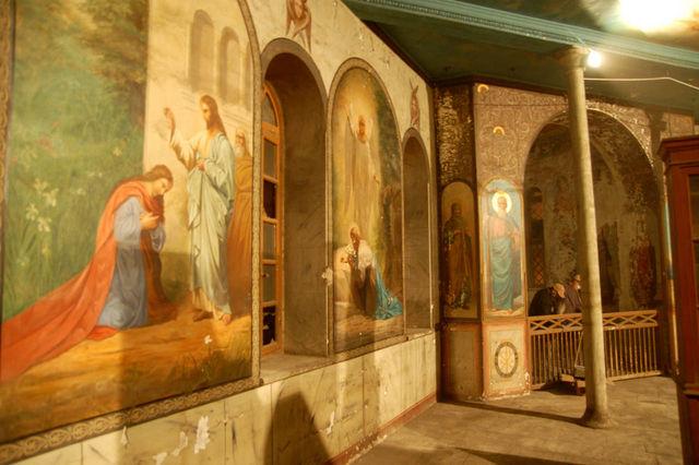 Историческое помещение часовни уже очищенное от пыли и с проведенным временным освещением. © Иерусалимское отделение ИППО